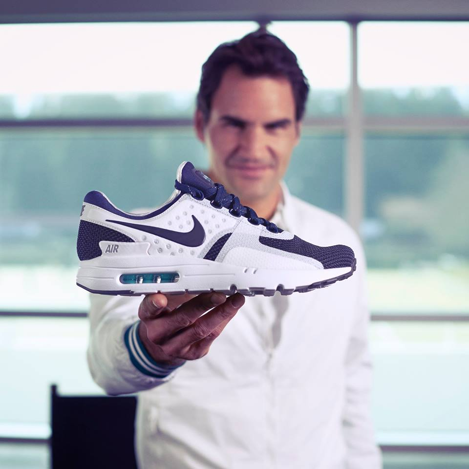 huge discount 214d7 adfb6 PHOTO  Roger Federer shows the world his Nike foot wear  airmax ...